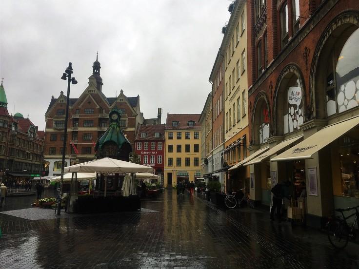 Der große Platz von Kopenhagen im Regen