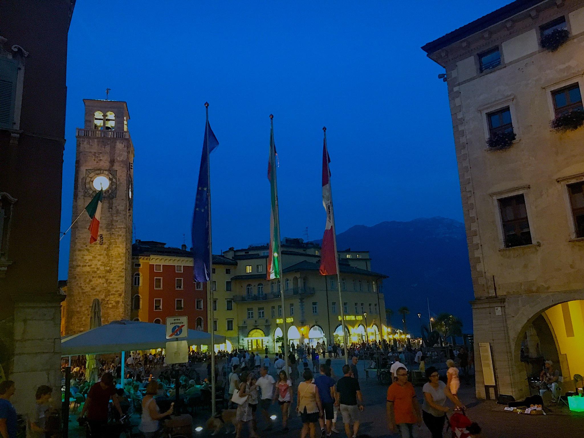 Riva del Garda am Abend